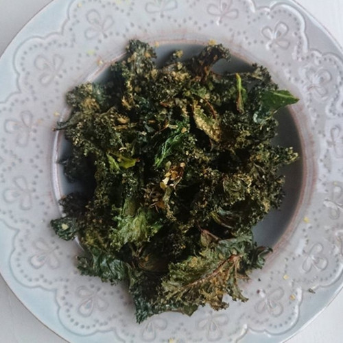Paprika and chilli kale chips (no dehydrator required)