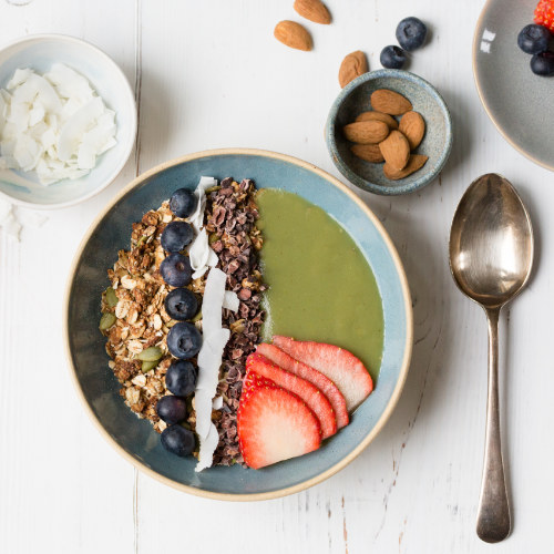 Super Green Smoothie Bowl with Nutty Granola & Cocoa